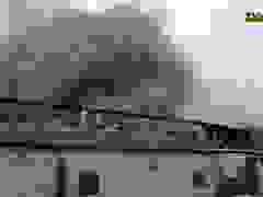 Kho hàng rộng 1.000m2 bốc cháy ngùn ngụt