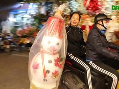 Không khí Noel sớm rộn ràng trên khắp nẻo phố phường Hà Nội