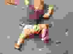 Cậu bé 3 tuổi với kỹ năng leo núi đáng kinh ngạc