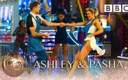 Ashley trổ tài khiêu vũ