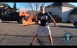 Lập kỷ lục thế giới Guinness với số lần tung hứng kiếm lửa