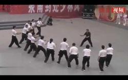 """Võ sư Trung Quốc gây bão với công phu """"truyền điện"""""""
