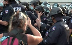 Cảnh sát đụng độ người biểu tình tại khu tự trị New York
