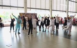 """Học sinh trường Ams nhảy vũ điệu """"đánh đuổi virus"""", tri ân các y, bác sĩ"""