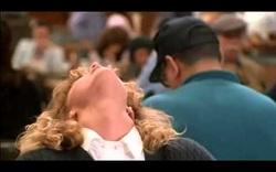 """3. """"When Harry Met Sally..."""" (1989): Nhân vật của Meg Ryan giả vờ """"lên đỉnh"""""""
