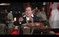 """10. """"The Great Outdoors"""" (1988): Nhân vật của John Candy ăn món bít tết khổng lồ"""
