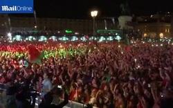 Người dân Bồ Đào Nha ăn mừng chức vô địch Euro 2016