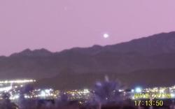 UFO khổng lồ trên bầu trời Las Vegas