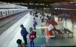 Thanh niên suýt mất mạng khi băng qua ngay trước mũi đoàn tàu đang chạy