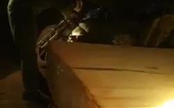 Hiện trường phát hiện những hộp gỗ khủng trong đêm