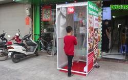 Lo sợ dịch Covid-19, tiệm bánh ở Hà Nội trang bị buồng khử khuẩn