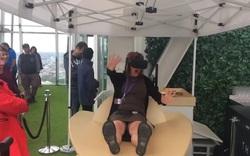 Chết cười với phản ứng của người dùng kính thực tế ảo