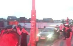 CĐV Liverpool đổ ra đường ăn mừng chức vô địch thâu đêm suốt sáng