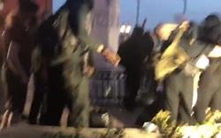 Người biểu tình kéo đổ tượng Columbus trong ngày quốc khánh Mỹ