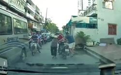 """""""Anh Tây"""" với hành động đẹp khi tham gia giao thông tại Việt Nam"""