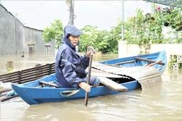 Lũ ập tới bất ngờ, người dân Tam Kỳ quay cuồng trong biển nước