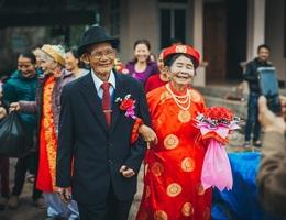 Bộ ảnh cưới kim cương của hai ông bà đã nắm tay qua 60 mùa xuân
