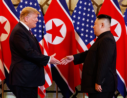 """""""Nước cờ"""" lạc nhịp của ông Trump trên bàn đàm phán với ông Kim Jong-un?"""