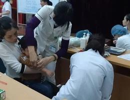 200 trẻ mầm non Bắc Ninh lên Hà Nội xét nghiệm sán sau bữa ăn tại trường