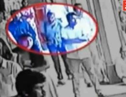 Khoảnh khắc nghi phạm bước vào nhà thờ trước khi đánh bom đẫm máu tại Sri Lanka
