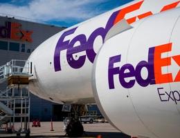 """Huawei cáo buộc công ty vận chuyển """"cố ý"""" chuyển bưu phẩm khẩn về Mỹ"""
