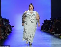 Người mẫu ngoại cỡ Tess Holliday tự tin trình diễn thời trang