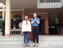 Nhặt được tài sản, nữ sinh lớp 7 đạp xe quay lại trường báo cáo