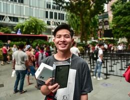 Những chiếc iPhone 11 đầu tiên trên thế giới về tay người Việt Nam