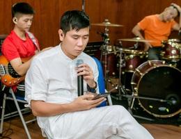 Hồ Hoài Anh xuất hiện mệt mỏi sau ồn ào ly hôn Lưu Hương Giang