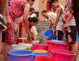 """Vụ """"nước bẩn"""" Sông Đà: Người dân phải được bồi thường thiệt hại!"""