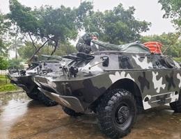 """Quân khu 5 điều 12 xe bọc thép sẵn sàng """"đón"""" bão"""