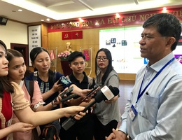 TPHCM: Trường học phải mua đủ 32 đầu SGK Bộ GD-ĐT công bố