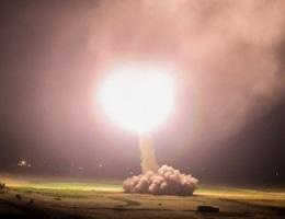 Tên lửa Iran rực sáng trong đêm hướng tới căn cứ Mỹ ở Iraq