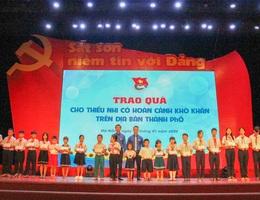 Đà Nẵng: Trao 100 suất quà Tết đến học sinh có hoàn cảnh khó khăn