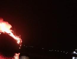 Hai tàu cá chục tỷ cháy rụi sau lễ cúng tất niên