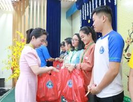 """TPHCM: Nhiều chăm lo cho sinh viên """"đón Tết xa nhà"""""""