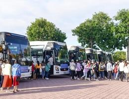 """400 sinh viên náo nức về quê ăn Tết bằng """"chuyến xe 0 đồng"""""""