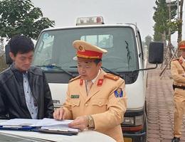 CSGT Hà Nội phát hiện tài xế xe buýt vi phạm nồng độ cồn