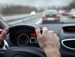 7 lời khuyên giúp giảm đau lưng khi đi ô tô và máy bay