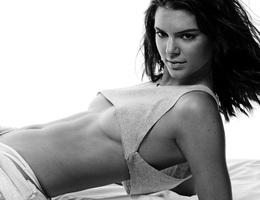 Kendall Jenner đọ chân dài với chị em Hadid