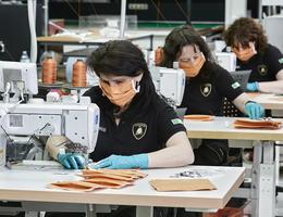 Hãng siêu xe Lamborghini cũng tham gia sản xuất khẩu trang
