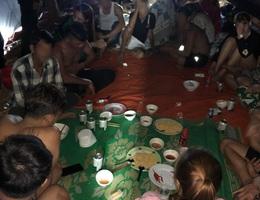 Chủ quán massage tổ chức cho hàng chục người ăn nhậu xuyên đêm