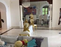 Hài hước trận đấu tennis bằng chảo rán của Djokovic tại nhà riêng