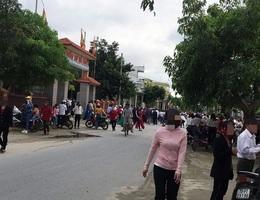 Hàng trăm giáo dân tập trung hành lễ bất chấp đại dịch