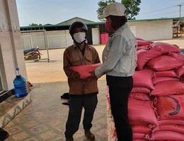Một hộ dân tặng 5 tấn gạo để người nghèo chống dịch