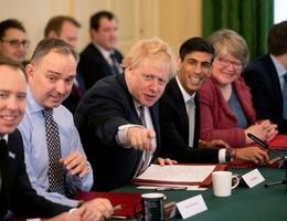 Ai sẽ điều hành nước Anh khi Thủ tướng Johnson nhập viện điều trị Covid-19?