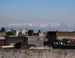 Người Ấn Độ lần đầu thấy dãy Himalaya sau hàng thập niên nhờ Covid-19