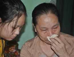 Thương cô học trò nhỏ bị bố bỏ rơi, một mình cơ cực chăm mẹ ung thư