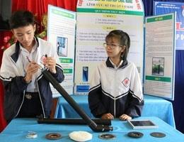 Học sinh vùng khó sáng tạo máy đa chức năng chạy bằng năng lượng mặt trời
