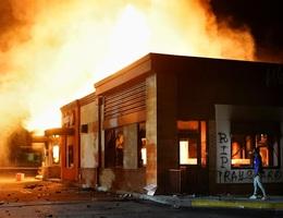 Cảnh sát Mỹ treo thưởng 10.000 USD tìm nghi phạm vụ phóng hỏa bạo động